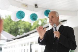 Der Freie Redner Uwe Schäfer bei einer Freien Trauung in Ennepetal