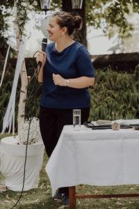Die Freie Rednerin Karen Schleppy auf einer Freien Trauung in Wiesbaden