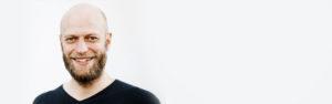 Der Freie Redner und Freie Theologe Jonathan Kelly auf einer Freien Trauung in Gütersloh