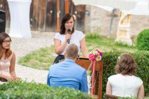 Die Freie Rednerin Sabrina Schwab auf einer Freien Trauung in Höchstädt im Fichtelgebirge