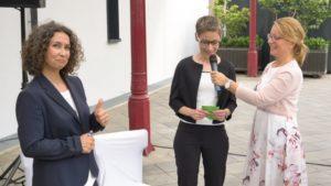 Die Freie Rednerin Michaela Derenbach auf einer Freien Trauung in Köln