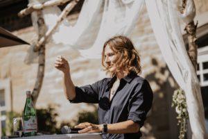 Die Freie Rednerin Tina Bartels auf einer Freien Trauung in Köln