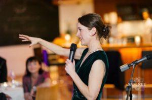 Freie Rednerin Carina Wibbels bei einer Freien Trauung in Köln, Freie Traurednerin, Hochzeitsrednerin Köln, NRW