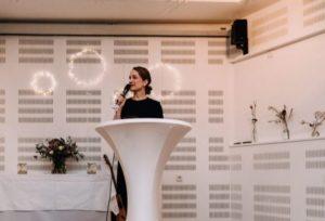 Die Freie Rednerin Carina Fritz auf einer Freien Trauung in Köln