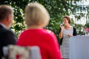 Freie Rednerin Annette Kessler bei einer Freien Trauung
