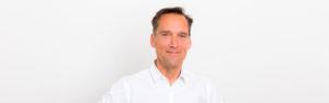 Der Freie Redner Peter Priesterroth auf einer Freien Trauung in Mainz