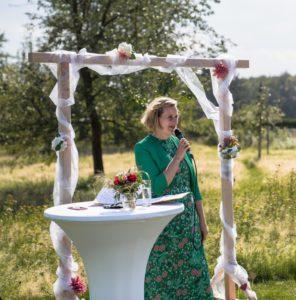 Freie Rednerin Freie Traurednerin Katie Knees bei einer Freien Trauung