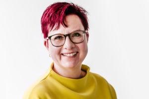Die Freie Rednerin Alexandra Jeuschede auf einer Freien Trauung in Taunusstein